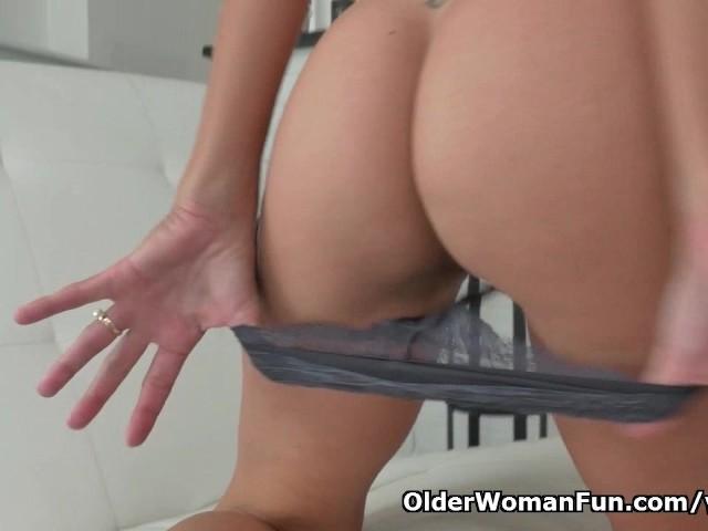 Samotna wdowa i jej erotyczny striptiz