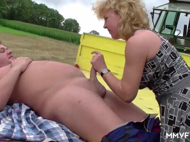 Wyuzdana babunia ujeżdża rolnika