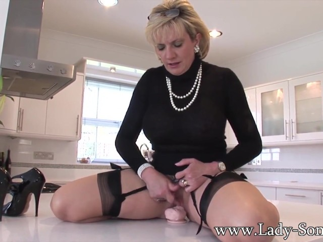 blonde-milf-lady-sonia-playing-with-her-sex-toys