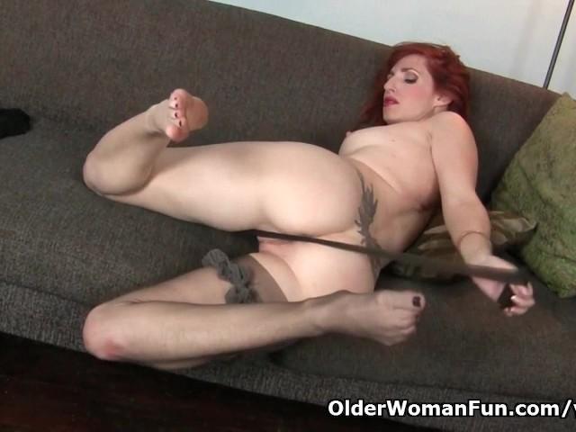 american-milf-amber-dawn-pleasures-her-nyloned-cunt