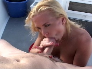 babewatching-does-a-lot-of-sucking