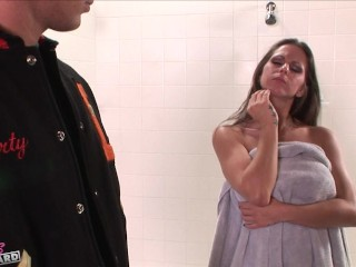rachel-roxxx-fucks-in-the-shower