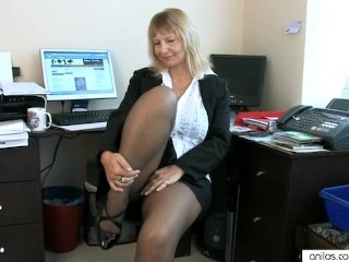 Secretary housewife mature pussy