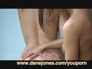 danejones-hot-lesbian-shower