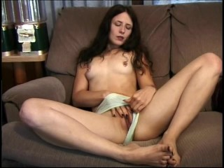 cougar-amateur-masturbates-and-cums-hard---cdi