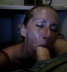 candice-giving-a-deep-slow-blow-job