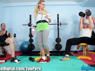 Doghouse gym hot blonde...