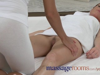 massage-rooms-stunning-redhead-orgasms-with-petite-blonde-in-lesbian-romp