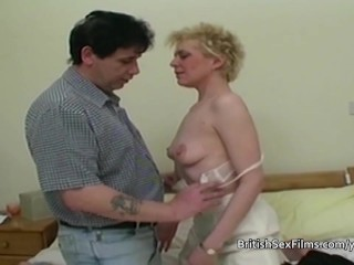 Mature amateur housewife shaved pussy pounded...