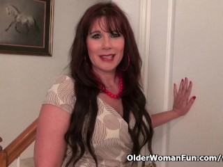 Pantyhosed milf lauren makes tingle with...