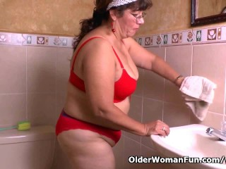 Granny Maribel s cleaning turns into a masturbation fest...