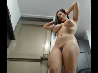 Big tits latina rubs her clit and squirts on cam