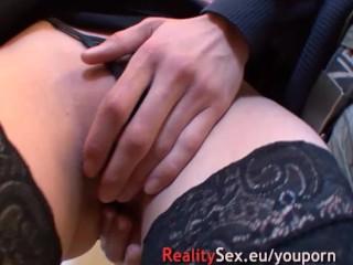 Elle peut pas se retenir ! Jouir se branler orgasmes a la chaine !!