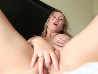 Brett Rossi play with her fingers