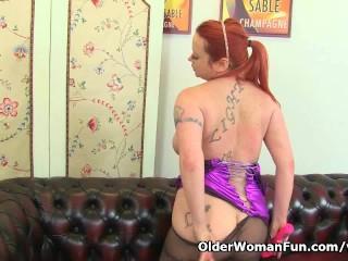 UK milf Summer Angel Lee works her nyloned pussy