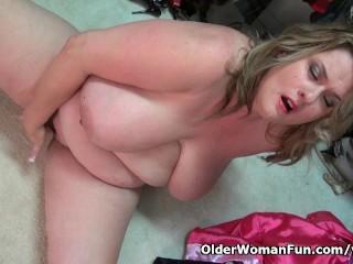 BBW milf Kimmie KaBoom in nylons fingers her pussy
