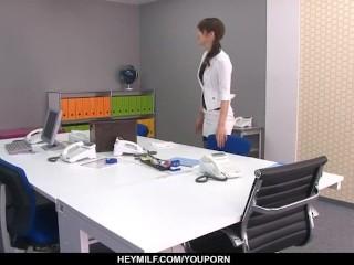 Maki hojo tries at work...